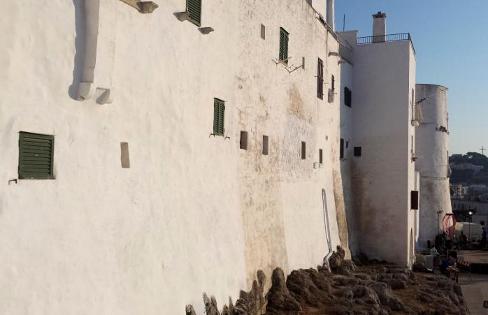 high walls